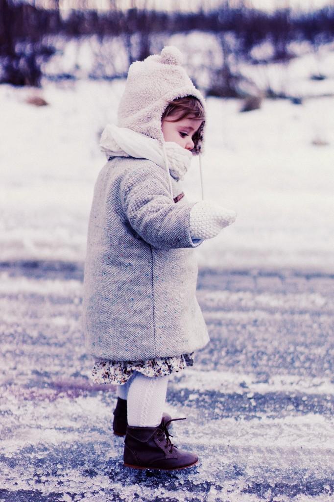 Płaszczyk gap, czapka gap, rękawiczki Gap, sukienka Little Rose & Brothers, Rajstopy zara, buty Zara