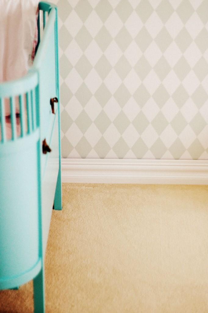 ładne łóżeczko dla dziecka, łóżeczko sebra miętowe