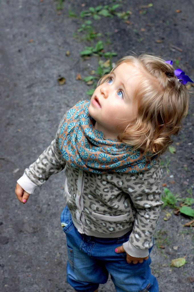 Chusta Zara, Sweterek H&M, Spodnie Next dziewczynka, Buty Adidas dziewczynka