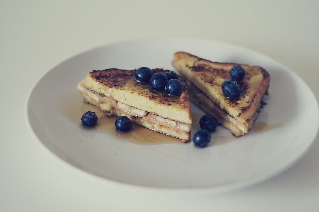 francuskie tosty z borówkami