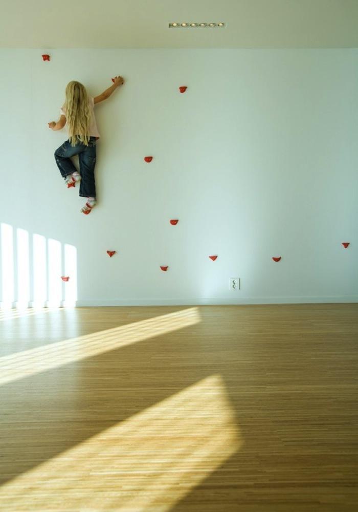 700_kids-climbing-wall-girl-climbing