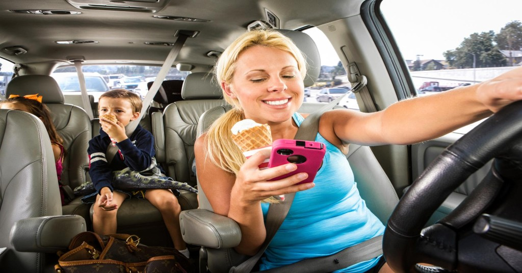 100606331-mom-eating-texting-while-driving-gettyp.1910x1000