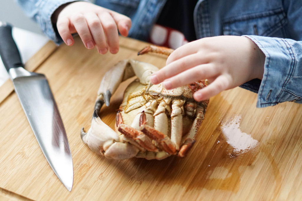 jedzenie kraba