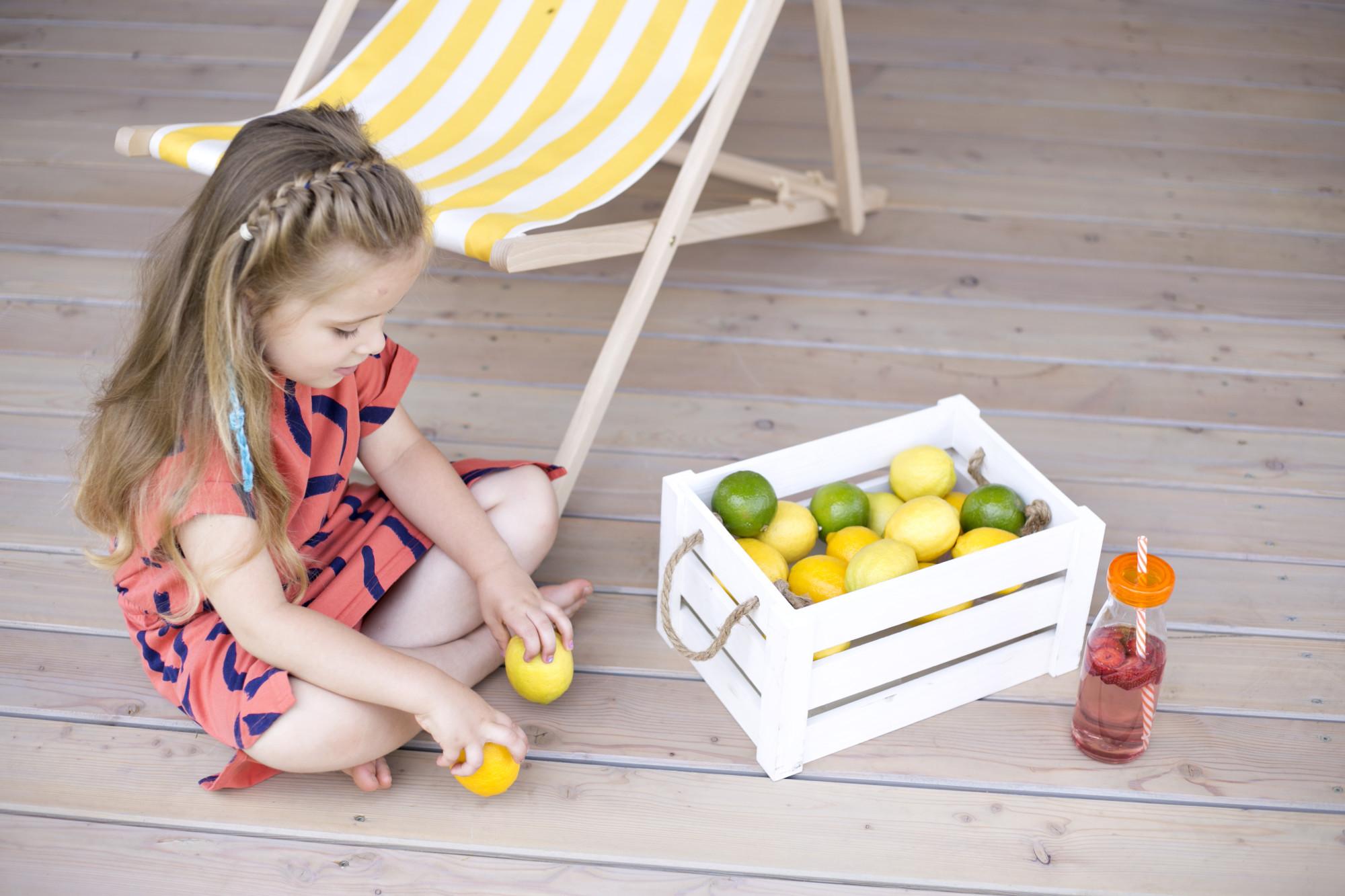 zdrowa woda smakowa, woda z owocami