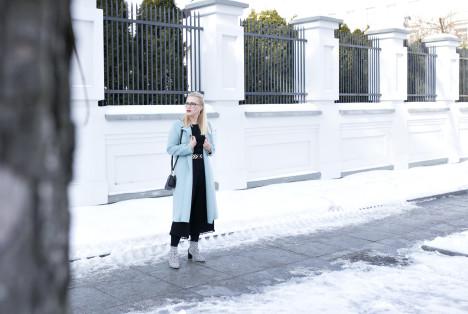 Wiosenna stylizacja z miętowym płaszczem 07