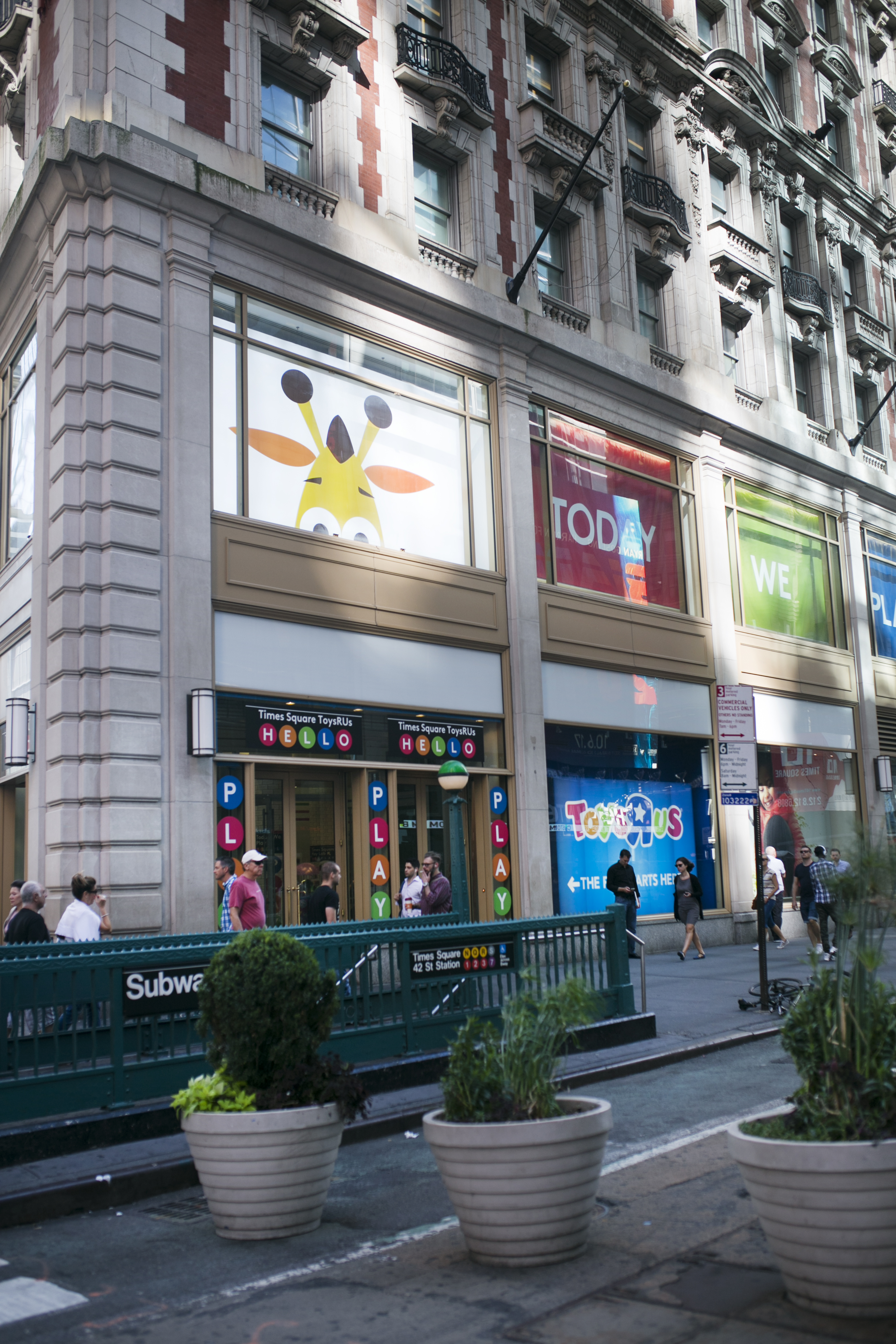 Toys R US, time square , manhattan, new york