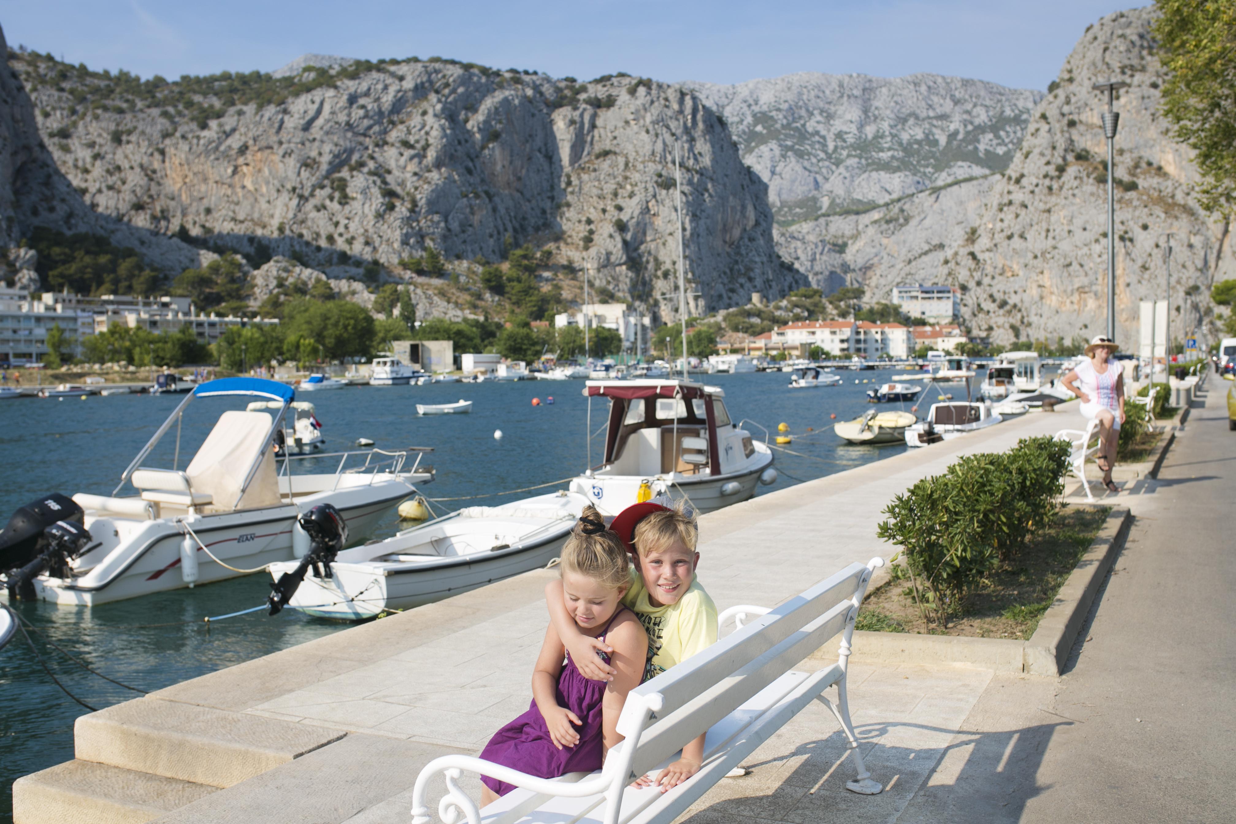 Omis, Omis port, Omis łódka, Omis dzieci