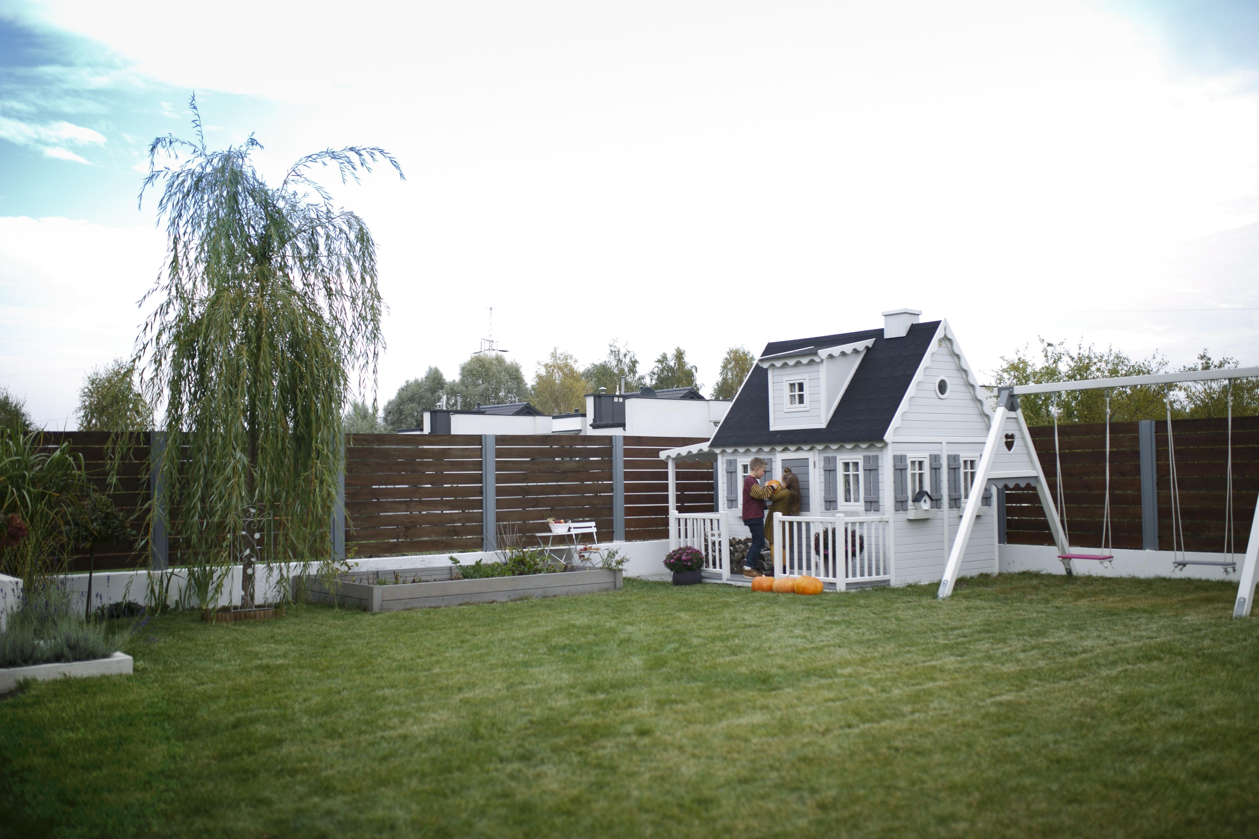 domek w ogrodzie, ogród